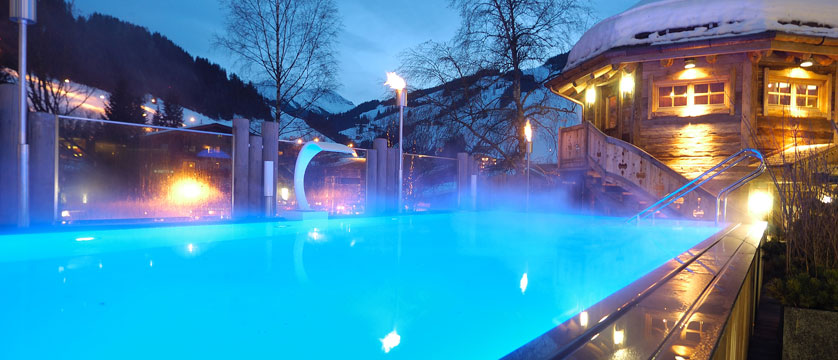 austria_hinterglemm_hotel-alpine-palace_outdoor-pool.jpg